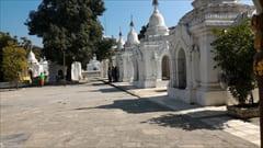 クソドワ・パゴダ Kuthodaw Pagoda photo 写真 ミャンマー 旅行 観光